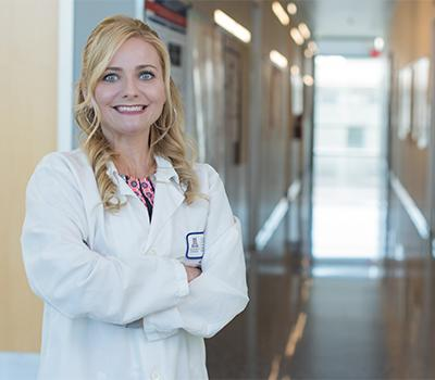 Melissa Herbst-Kralovetz, PhD, leads a team of researchers working to identify the connection between bacteria that live in the vagina and gynecologic cancer risk. (Photo: Tabbitha Mosier, UArizona College of Medicine – Phoenix)